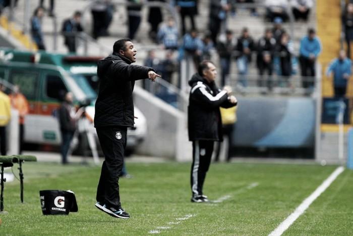 """Roger parabeniza equipe do Grêmio por buscar vitória: """"Não aceitamos o empate"""""""