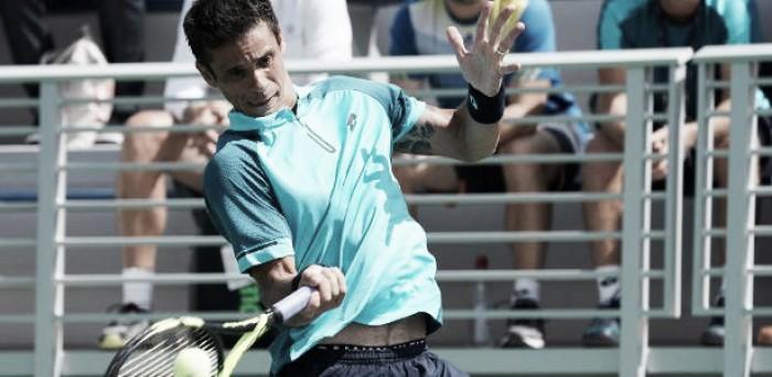 Rogerinho bate lucky loser na estreia em São Petersburgo