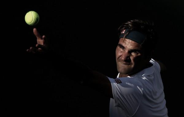 Trabajado debut de Roger Federer en Miami