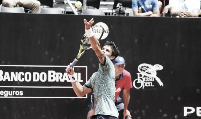 Rogerinho atropela argentino Olivo e desafia Nadal em Barcelona