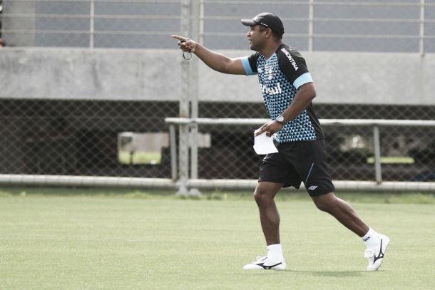 Roger Machado recebe visita de Fábio Koff e Emerson em dia de reencontros no Grêmio