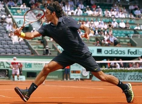 Djokovic passeggia, Federer costretto a correre