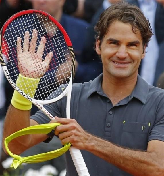 Federer (de nouveau) dans la douleur