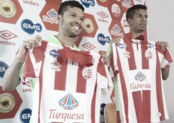 Rogerinho e Douglas são apresentados no Náutico buscando manter entrosamento