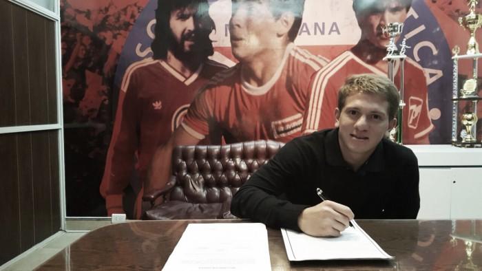 Esteban Rolón renovó contrato por cuatro años