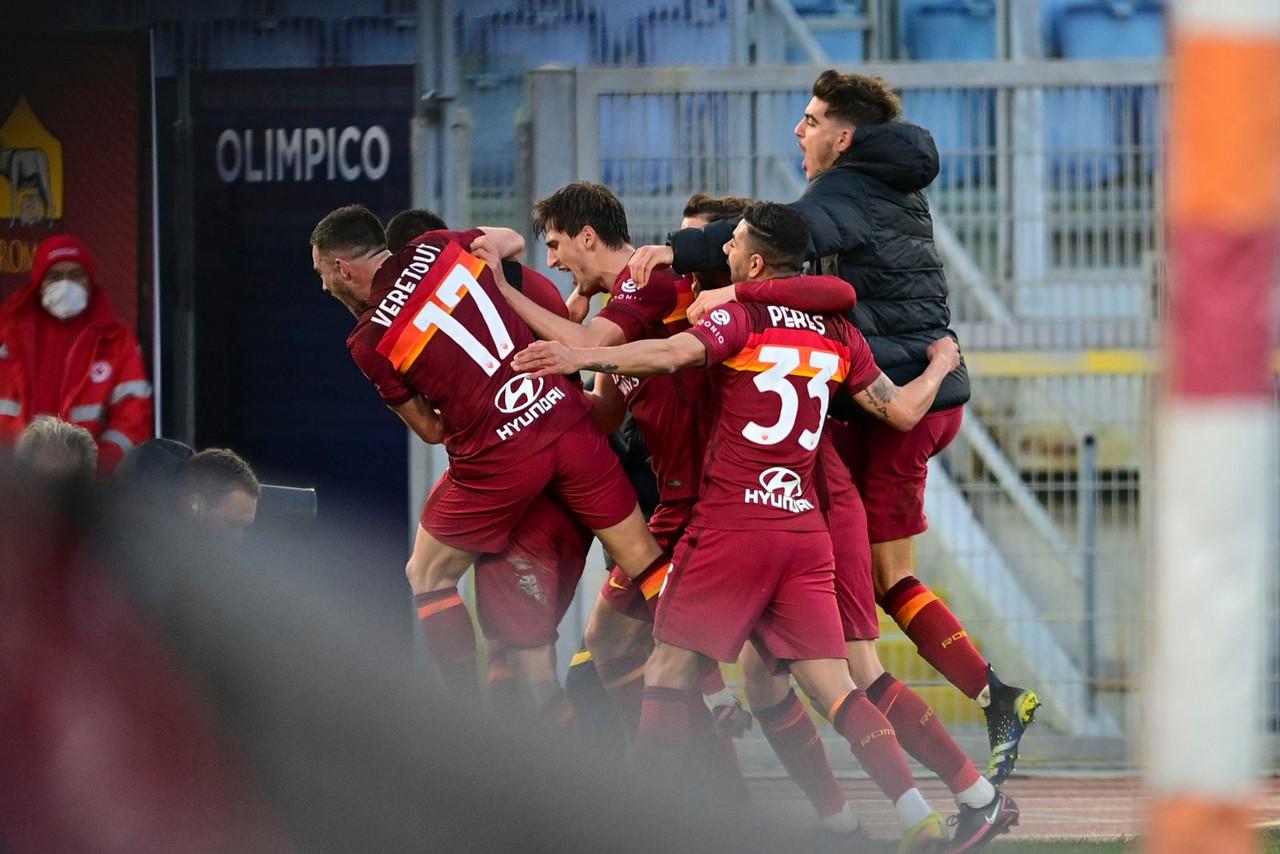 L'esultanza al gol del 4-3 di Pellegrini. | Foto: Twitter @OfficialASRoma.