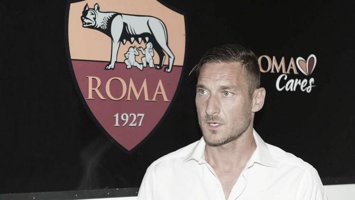 Totti renova contrato com a Roma até 2017 e anuncia que será dirigente após se aposentar