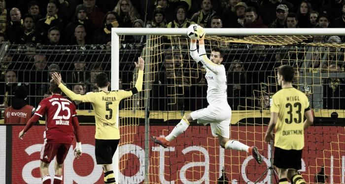 Goleiro suíço Roman Bürki fratura mão e não atua mais pelo Borussia Dortmund em 2016