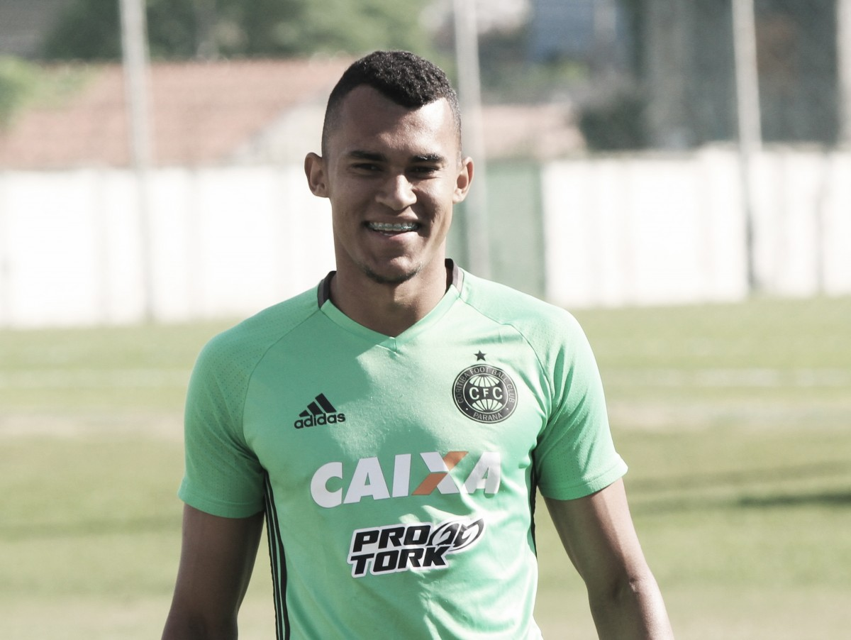 Eduardo Baptista testa alternativas para partida do Coritiba contra Goiás