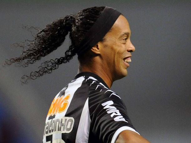 Ronaldinho reste à Mineiro