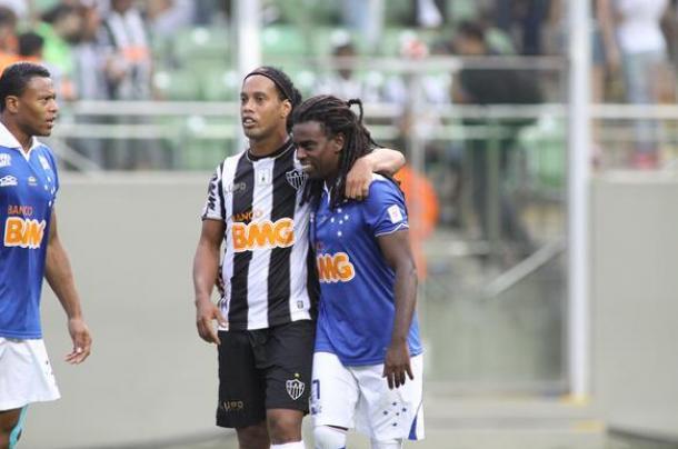 Jogadores e torcedores do Atlético-MG se solidarizam com Tinga