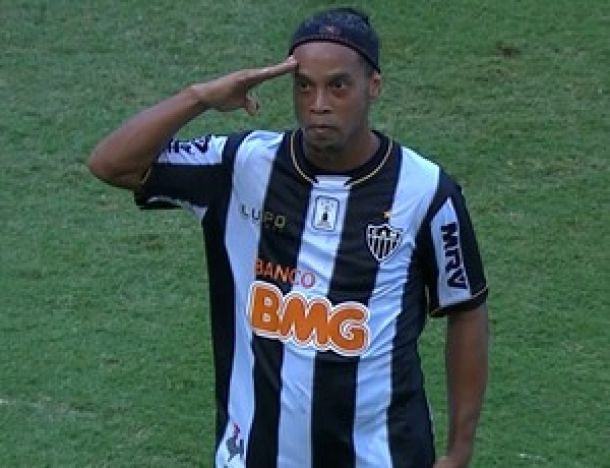 Kalil confirma que Ronaldinho fica para 2014