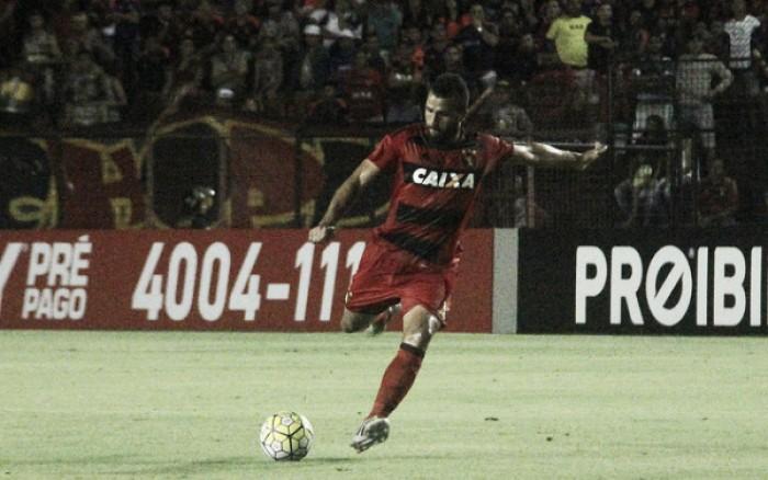 Ronaldo Alves exalta empenho contra Flamengo e dá méritos a Oswaldo pela atuação coletiva