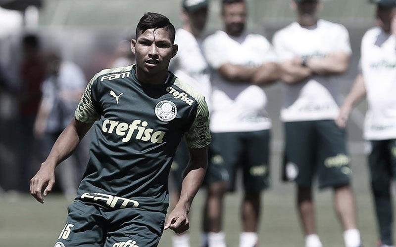 Atacante do Palmeiras, Rony é suspenso pela Fifa por quatro meses