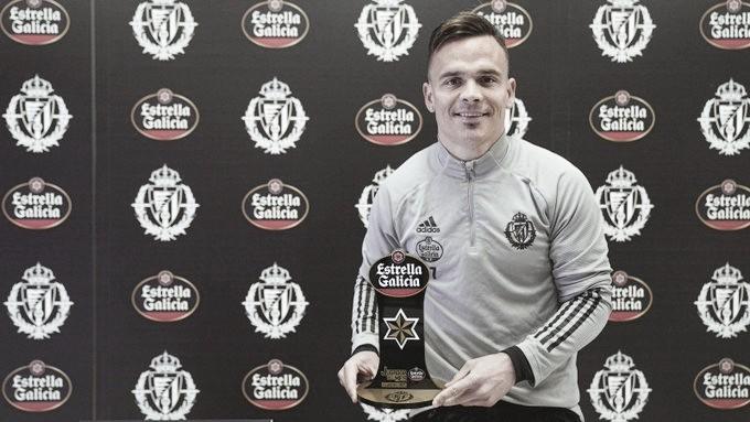 Roque Mesa elegido mejor jugador de febrero por la afición