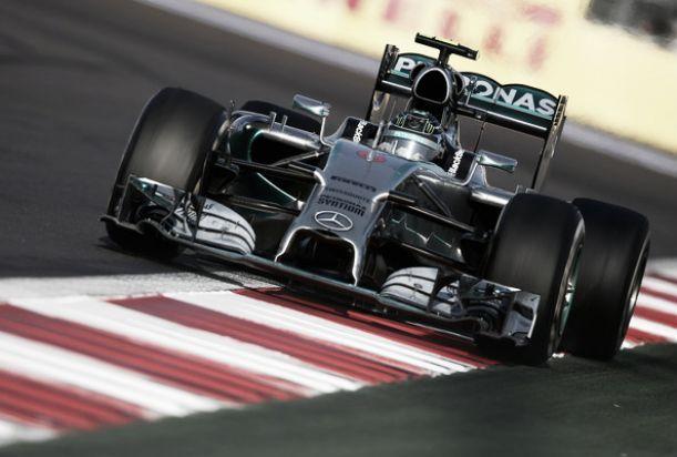 Nico Rosberg vuela en los terceros libres de Interlagos