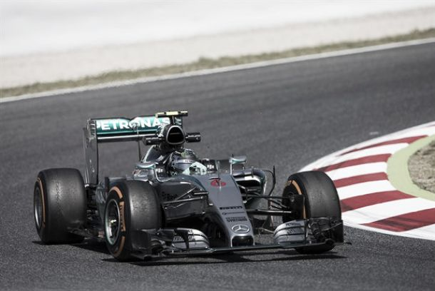 Mercedes faz os melhores tempos no primeiro treino em Barcelona