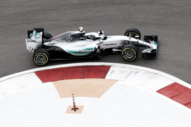 Rosberg y Hamilton restauran el tradicional orden jerárquico
