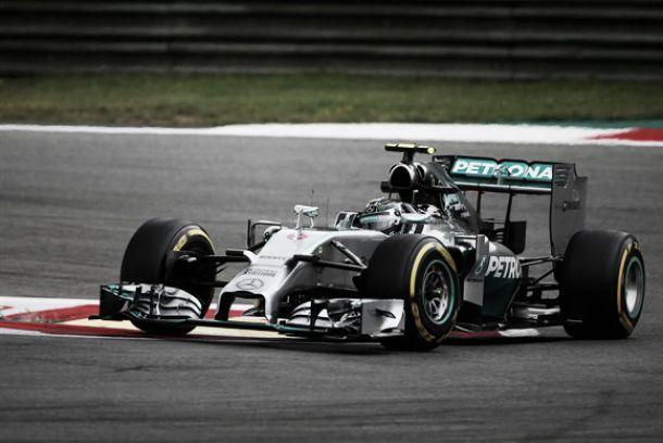 Mercedes mostra-se superior nos primeiros treinos livres do GP da Áustria