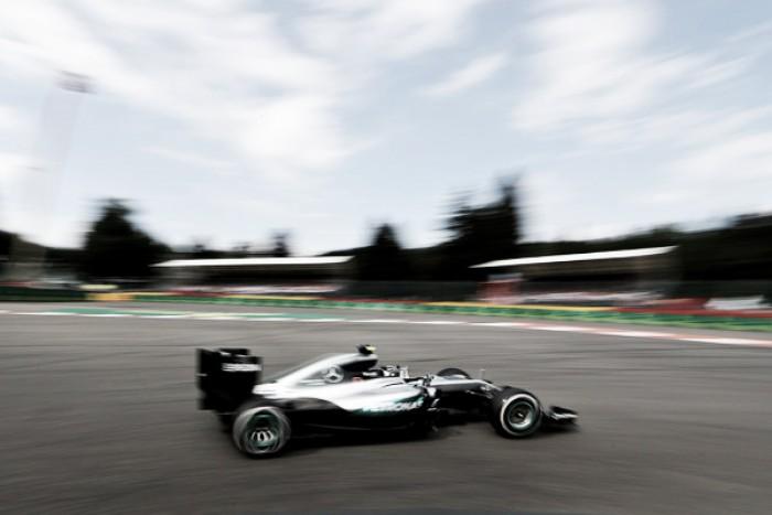 Com Hamilton saindo de último e indo ao pódio, Rosberg domina e vence movimentado GP da Bélgica