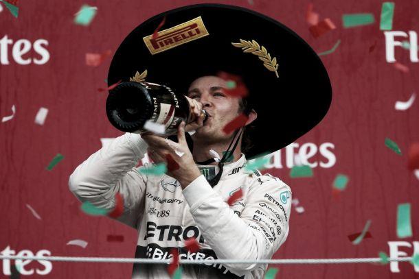 Rosberg vince e fa festa in Messico, disastro Ferrari con entrambi i piloti out