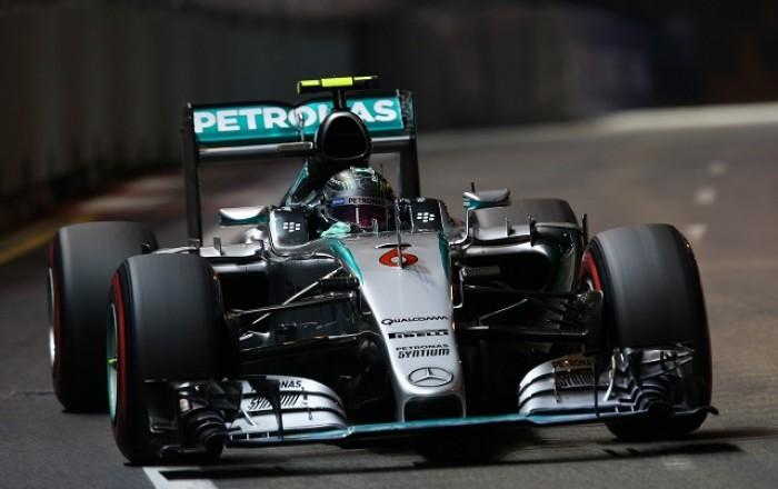 Formula 1, GP Singapore: super Rosberg in pole, disastro Vettel