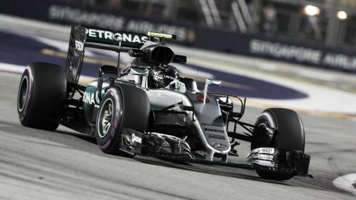 Rosberg vuela en las calles de Singapur y consigue la 'pole'
