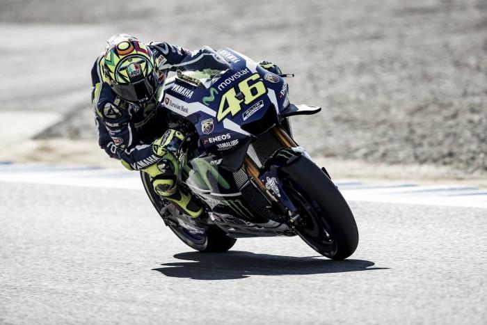 Rossi se lleva la pole en un gran duelo con Márquez