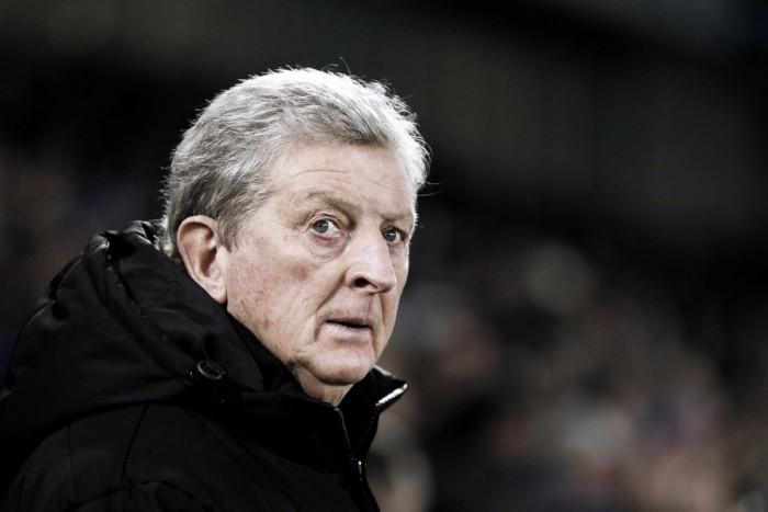 Hodgson carga contra el árbitro y después se arrepiente