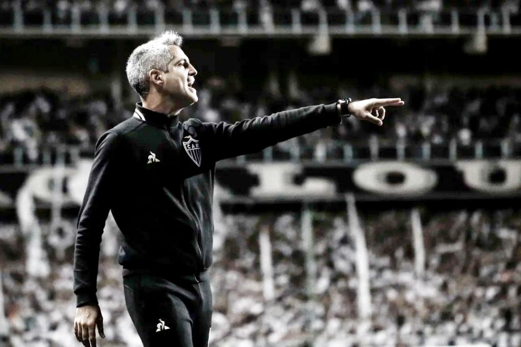 Reunião e cobranças marcam o vestiário do Atlético-MG após empate com Fortaleza