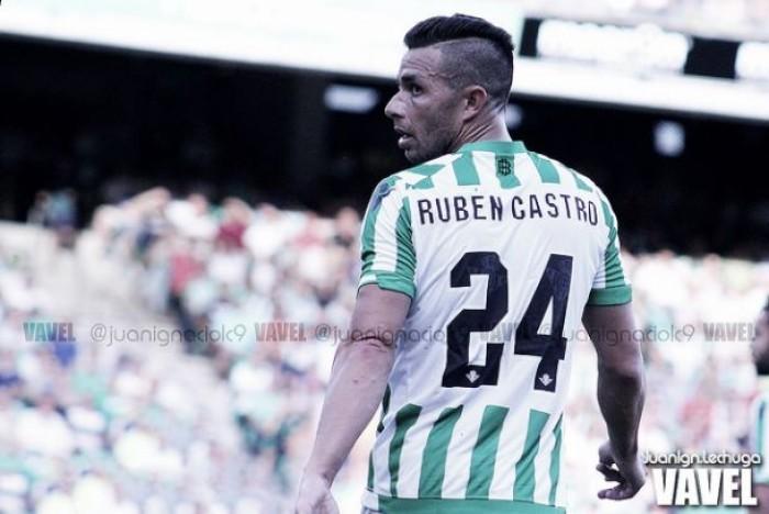 Rubén Castro alcanza a Alfonso