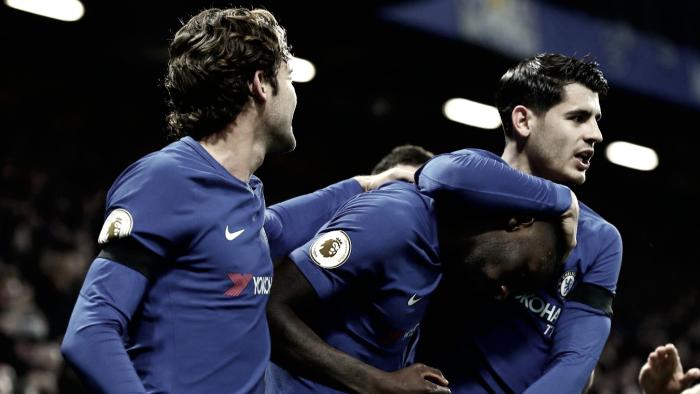 Sem sustos, Chelsea vence Swansea e segue na cola do United
