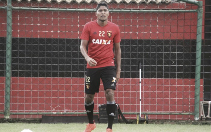 Atacante Ruiz volta a treinar, evolui fisicamente e se aproxima do retorno