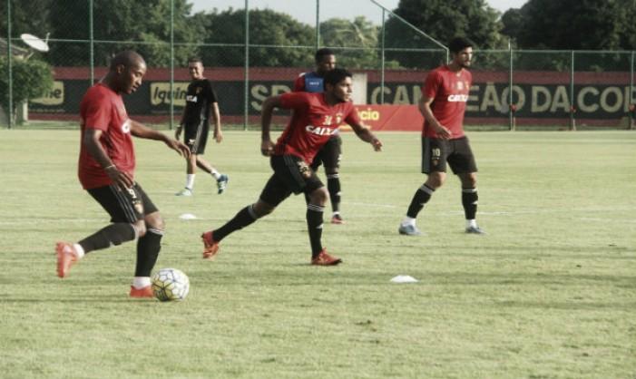 Ruiz treina com bola e deve estrear pelo Sport diante do Flamengo
