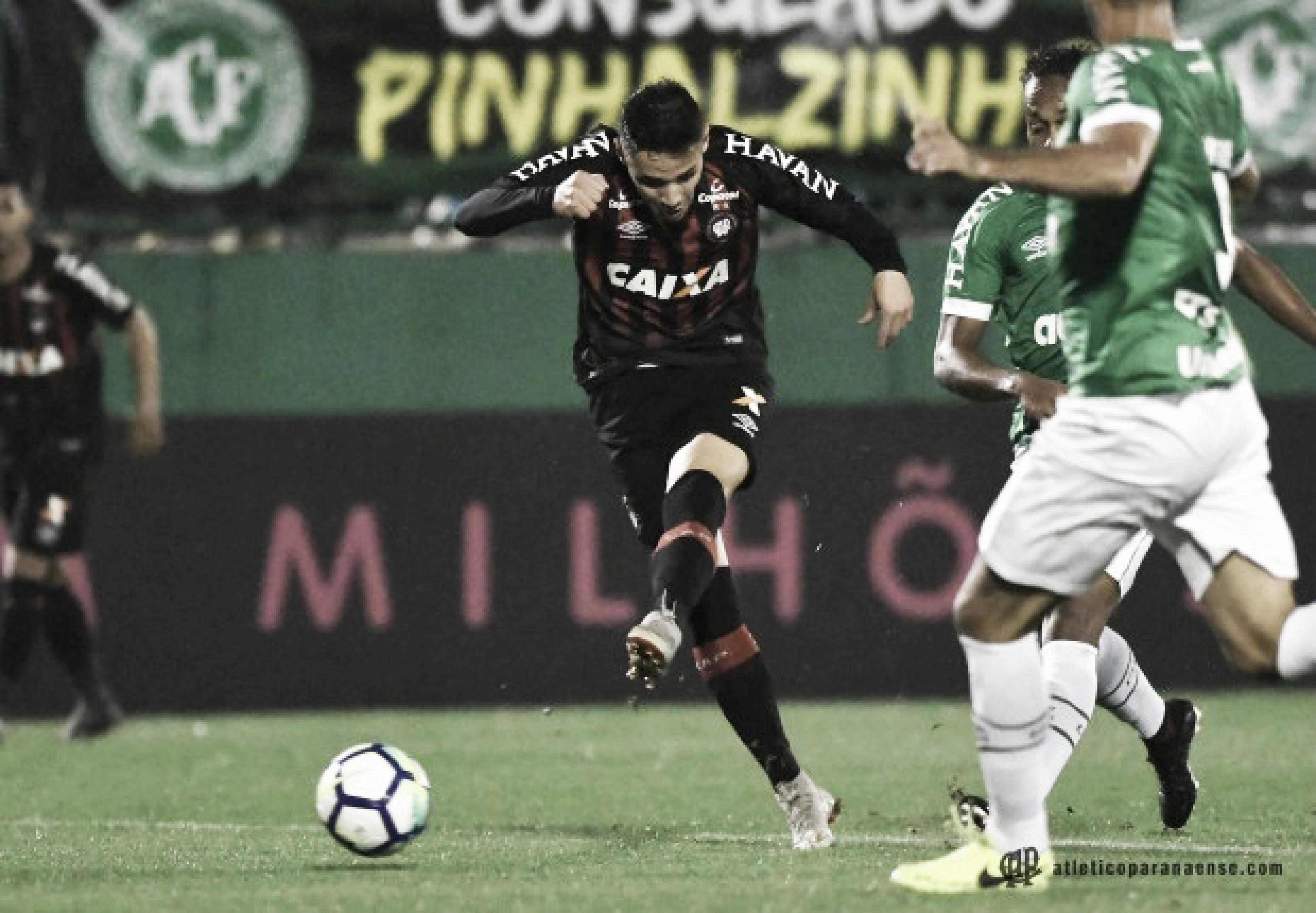 Raphael Veiga lamenta chances perdidas em mais uma derrota do Atlético-PR