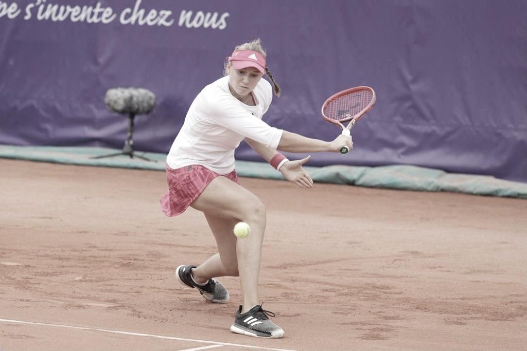 Rybakina bate Hibino em Strasbourg e vai à quinta final na temporada