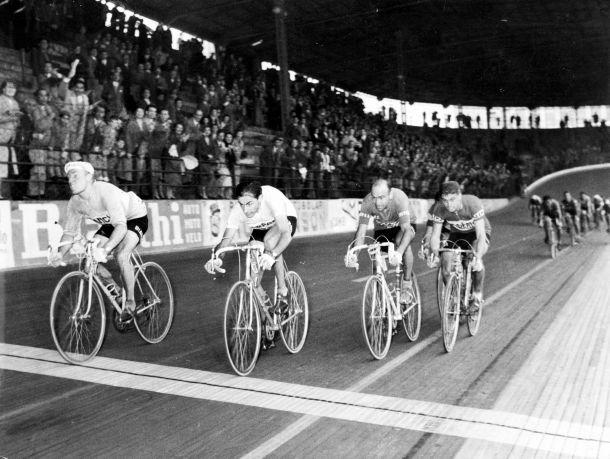 Giro de Lombardía 1956: la 'Dama Bianca' se convierte en el demonio de Coppi