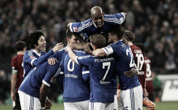 Schalke vence Hannover e se afasta dos concorrentes na classificação da Bundesliga