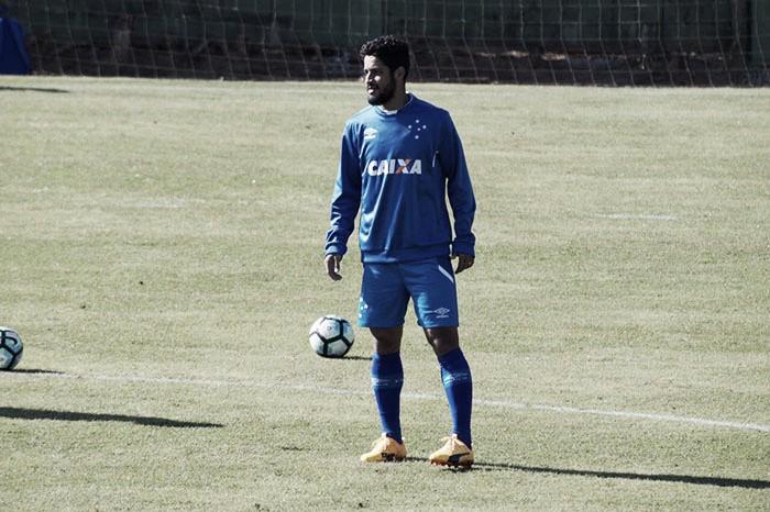 Marca histórica: Léo se iguala a Cris e é o quinto zagueiro que mais atuou pelo Cruzeiro