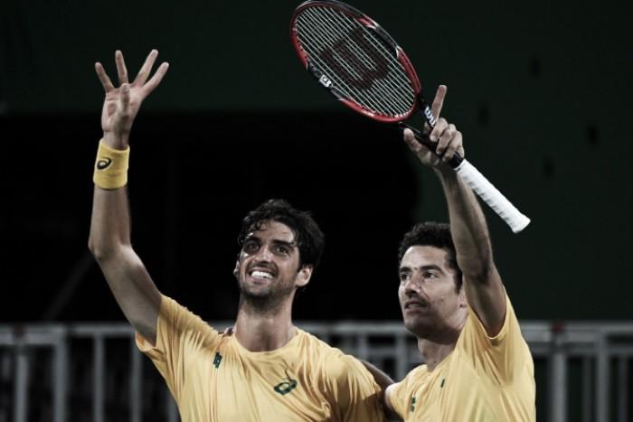 """Brasil fecha """"dia perfeito"""" no tênis com vitória histórica de Sá e Bellucci contra Andy e Jamie Murray"""