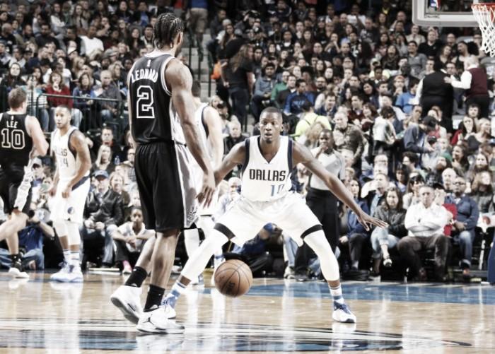 San Antonio le dio un golpe de efecto a Dallas Mavericks