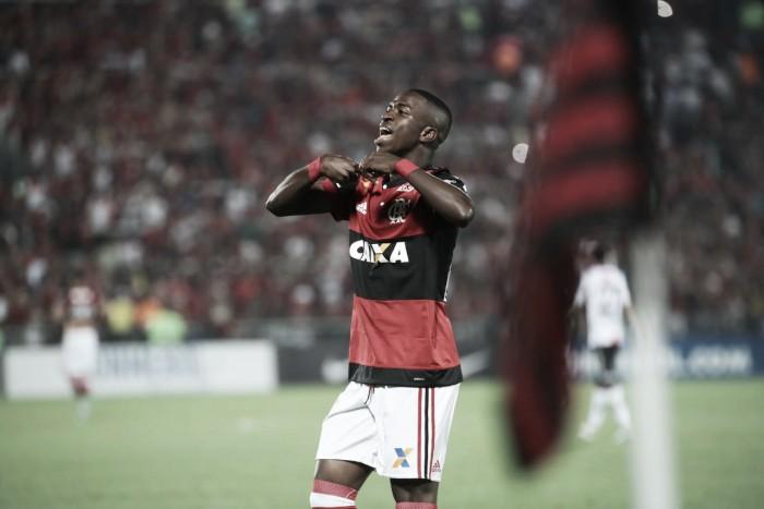 Vinícius Júnior marca primeiro gol, Flamengo goleia Palestino e avança na Sul-Americana