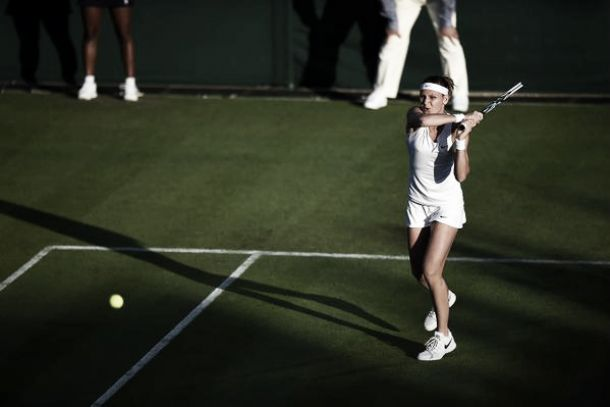 Safarova solventa su partido con contundencia