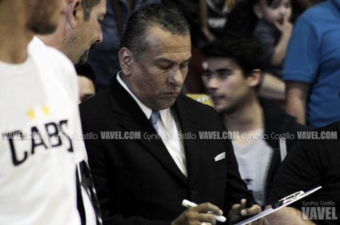 John Saintignon debutó como coach de Caballeros con victoria