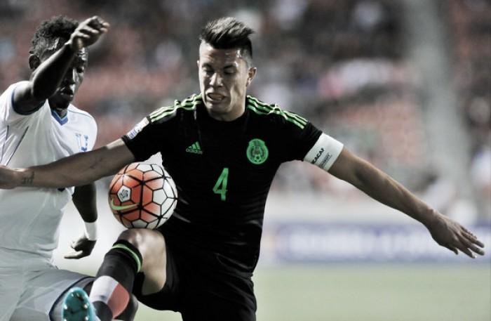 Fiorentina anuncia chegada do zagueiro Carlos Salcedo por empréstimo