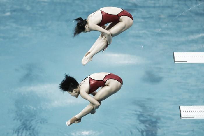 Chinesas confirmam favoritismo e ficam com ouro no trampolim de três metros dos saltos ornamentais