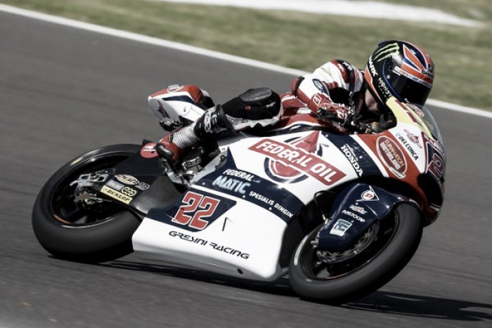 Lowes claims pole position ahead of Moto2 race in Argentina