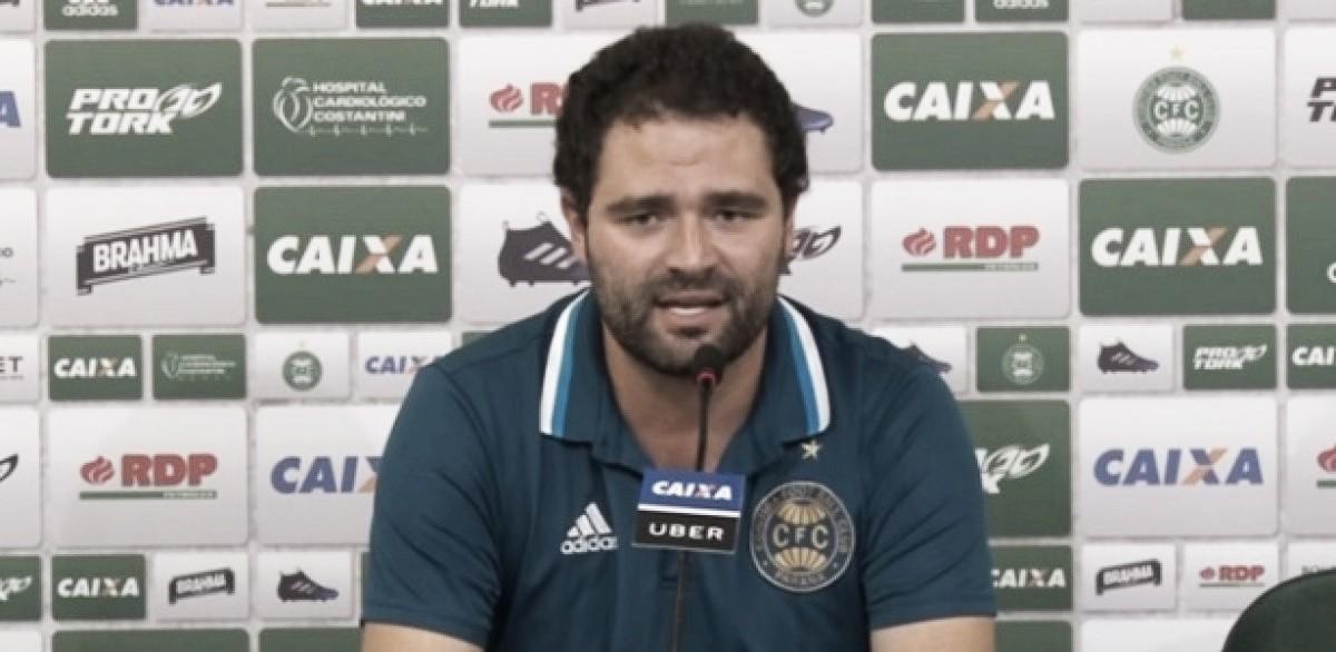 Pressionado, presidente Samur revela orçamento do Coritiba e defende diretor de futebol