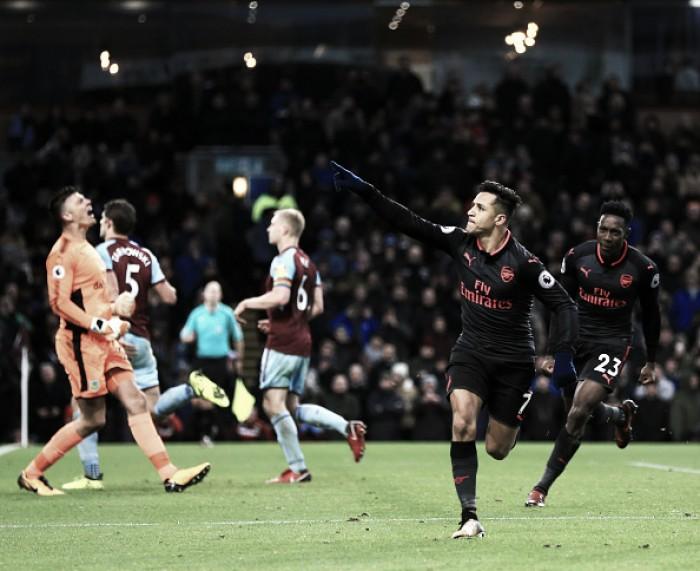 Sánchez faz de pênalti nos acréscimos e Arsenal bate Burnley para entrar no G-4