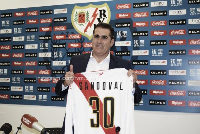 """Sandoval, presentado: """"Tenemos que devolver con trabajo lo que nos da la afición"""""""